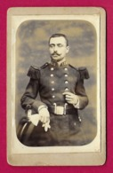 Photographie CDV - Studio L. Renard à Givet - Portrait D'un Militaire - Insignes Régimentaires 128 Au Col De La Tenue - Oorlog, Militair