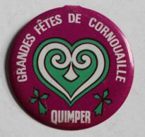 Badge Métal Grandes Fêtes De Cornouaille Quimper Bretagne Folklore Breton Festival - Obj. 'Herinnering Van'