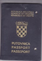 PASSPORT  --   CROATIA  --  I.  MODEL  --  1992  --   BOY, 14 YEAR  --  VISA FRANCE - Historische Dokumente