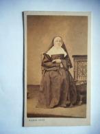 PHOTO CDV RELIGIEUSE BONNE SOEUR   Cabinet PIERRE PETIT   A PARIS - Photographs