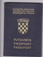 PASSPORT  --   CROATIA  --  I.  MODEL  --  1995  --   LADY - Historische Dokumente