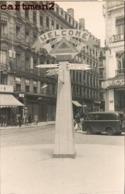 CARTE PHOTO : LYON SEPTEMBRE 1944 GUERRE 40 PLACE DES JACOBINS PANNEAUX DE SIGNALISATION - Otros
