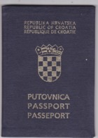 PASSPORT  --   CROATIA  --  I.  MODEL  --  1992  --   LADY - Historische Dokumente