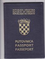 PASSPORT  --   CROATIA  --  I.  MODEL  --  1998  --   LADY - Historische Dokumente