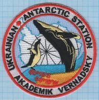 UKRAINE/ Patch, Abzeichen, Parche, Ecusson / ANTARCTICA / Vernadsky Station / Fauna / Penguin / Whale. - Blazoenen (textiel)
