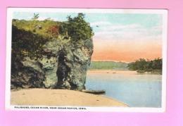 U.S.A. IOWA. CEDAR RAPIDS.   PALISADES , CEDAR RIVER, NEAR - Cedar Rapids