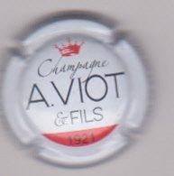 Capsule Champagne VIOT A. Et Fils ( 8 ; Blanc Couronne Rouge ) {S46-19} - Champagne