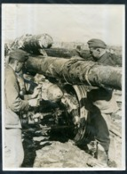 1942 WWII German War Photo / The Winter Camouflage Disappears / Weltbild - 1939-45