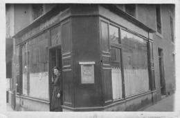 Thème. Poste.Facteur:    Carte Photo Café Bar .  Boite A Lettres  Non Localisé  12.5x8.5       (Voir Scan) - Postal Services