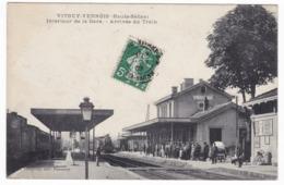 Vitrey Vernois , Intérieur De La Gare , Arrivée Du Train - Other Municipalities