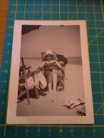 149792  VECCHIA FOTOGRAFIA Vita Da Spiaggia In Spiaggia Donna Comoda - Barche