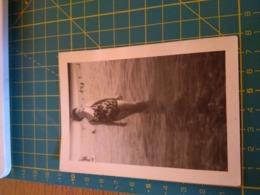 149797  VECCHIA FOTOGRAFIA Vita Da Spiaggia In Spiaggia Donna - Barche