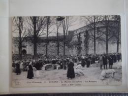 CPA DINAND (22) - Le Marché Aux Cochons - Les Remparts (côte D'Emeraude) - Dinan