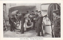 Life In The Navy - Training Young Gunners              (A-131-160926) - Guerra