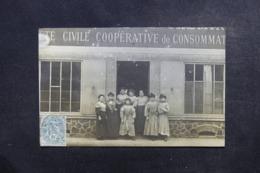 FRANCE -  Carte Postale Photo - Devanture De La Société Civile Coopérative De Consommation - Groupe De Femmes - L 46595 - Zu Identifizieren