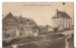 CPA  De  TARTIERS  (02)  -  L'Ecole   Et  La  Mairie   //   TBE  (point Noir En Haut à Droite) - France