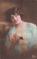 Carte CPA Fantaisie - Jolie Jeune Femme - French Glamour Woman - 1913 - Femmes