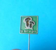 MUSHROOMS - Slovenian Old Pin Badge Champignon Champiñón Hongo Pilz Fungo Mushroom Champignons Hongos Pilze Funghi - Pins