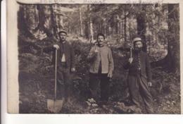 LOCQUIGNOL - Carte-Photo De 3 Hommes Travaillant En Forêt MORMAL -Voir Scan Du Recto - - France