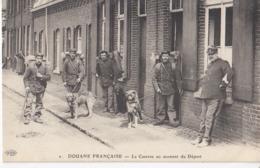 DOUANE FRANCAISE: La Caserne Au Moment Du Départ - Douane