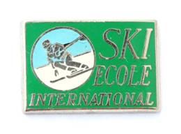 Pin's ECOLE INTERNATIONAL DE SKI - Skieur - Zamac - I695 - Wintersport