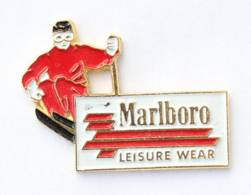 Pin's MARLOBORO -LEISURE WEAR - Le Skieur - I696 - Merken