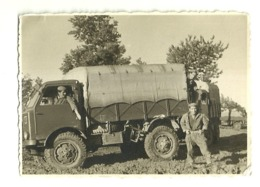 "5941 "" MILITARI E CAMION ANNI '60 A TRAVESIO(FRIULI) "" FOTO ORIGINALE - Guerra, Militari"