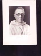 Photo D'un Pretre Avec Insigne Scout - Documenten
