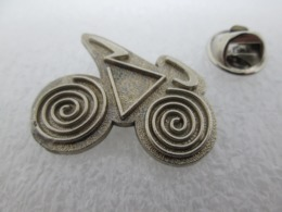 PIN'S   Cyclisme  VELO - Wielrennen