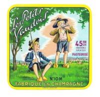 ETIQUETTE De FROMAGE..Les Petits Vaudois.. Fabriqué En CHAMPAGNE (Aube 10) - Fromage