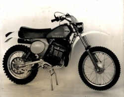 Simonini 250cc-175cc +-24cm X 18cm  Moto MOTOCROSS MOTORCYCLE Douglas J Jackson Archive Of Motorcycles - Photographs