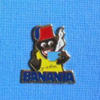 1 PIN'S //  ** Y'A BON BANANIA / DESSINÉ EN 1915 PAR L'AFFICHISTE GIACOMO DE ANDREIS ** - Levensmiddelen