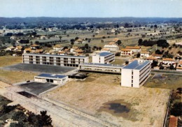 COUTRAS - Vue Aérienne - C.E.S. - Le Collège D'Enseignement Secondaire - Architecte Pierre Fargue, Libourne - France