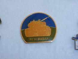 Pin's CHAR M2-A1 BRADLEY - Militaria