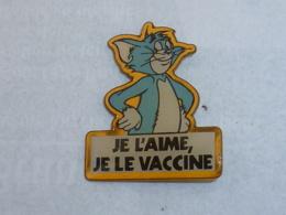 Pin's CHAT, JE L AIME, JE LE VACCINE - Animaux