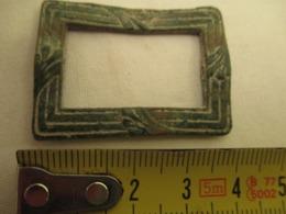 Boucle De Ceinture En Bronze  - Medieval  - 40 Mm X 30 Mm - Archéologie
