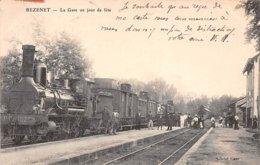 03 . N°105655 .bezenet .la Gare Un Jour De Fete  .train . - Autres Communes