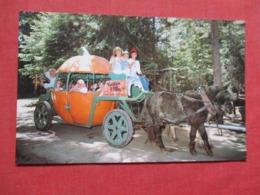 Alice & Rainbow Man Ride The Pumpkin  Coach  Santa Village Skyforest Ca  .  Ref 3716 - Etats-Unis