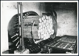 Cca 1920-1930 Talpfakocsi Berakása A Telítőaknába, Utólagos Előhívás, Hátoldalon Feliratozva, 13×18 Cm - Altre Collezioni