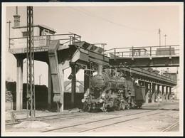 Cca 1940-1950 Régi Mozdony Teherpályaudvar Szénberakodó Részén, Fotó, 12×16 Cm / Locomotive - Altre Collezioni