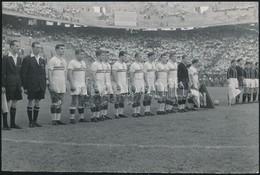 1955 Róma, A Honvéd-Milan Mérkőzése, Sajtófotó A Képes Sport Archívumából, Hátoldalon Feliratozott Fotó, Felületén Törés - Altre Collezioni