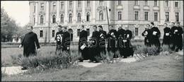 Cca 1960 Dezső Pál: Szeminaristák Kecskeméten, A Szerző által Feliratozott Vintage Fotóművészeti Alkotás, 10,5x24 Cm + C - Altre Collezioni