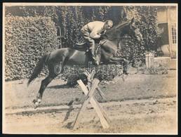 Cca 1930 Úrlovas Ugratás Közben, Kúriája Előtt, Fotó, 18×24 Cm - Altre Collezioni