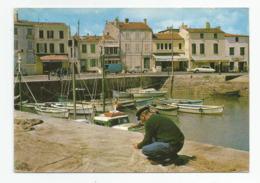 17 Ile De Ré Le Port De La Flotte En Ré Pecheur Réparant Filet De Peche Cachet Phare Des Baleines - Ile De Ré