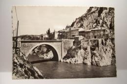 SISTERON   - Le  Nouveau Faubourg  Et La Baume      - ( Pas De Reflet Sur L'original ) - Sisteron