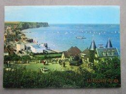 CP 14 ARROMANCHES - Le Port Wilson Un Jour De Régates , Plage Du Débarquement Véhicule  Blindé 1970 - Arromanches