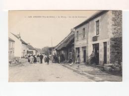 Les Ancizes Puy De Dôme. Le Bourg. La Rue Du Commerce. Personnages. Enseigne Café. (3402) - France