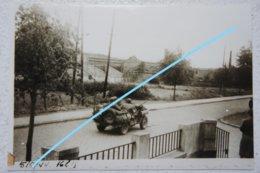 Photo Repro COURT SAINT ETIENNE Genappe Mont Saint Guibert Libération Jeep Américaine Guerre Bevrijding - Lieux
