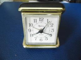 Reveil  Alphalux Quartz - Alarm Clocks