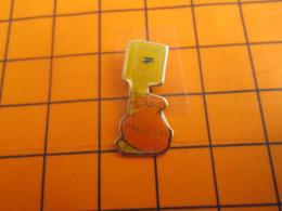 519 Pin's Pins / Beau Et Rare / Thème POSTES / GENNEVILLIER SAC DE COURRIER ET BOITE AUX LETTRES - Post